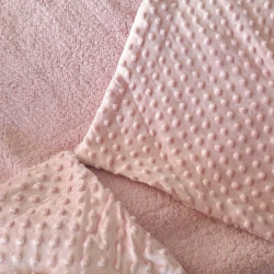 Couverture bébé en minky framboise et fourrure-detail