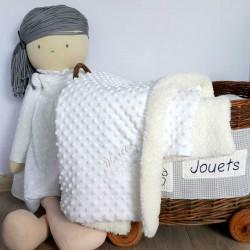 Couverture bébé fourrure blanche personnaliséé-detail