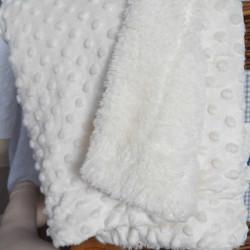 couverture beige fourrure personnalisée-detail