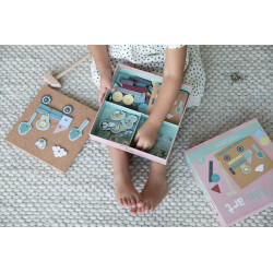 jeu de formes à clouer enfant.-detail